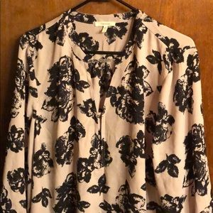 Blouse grey with black roses